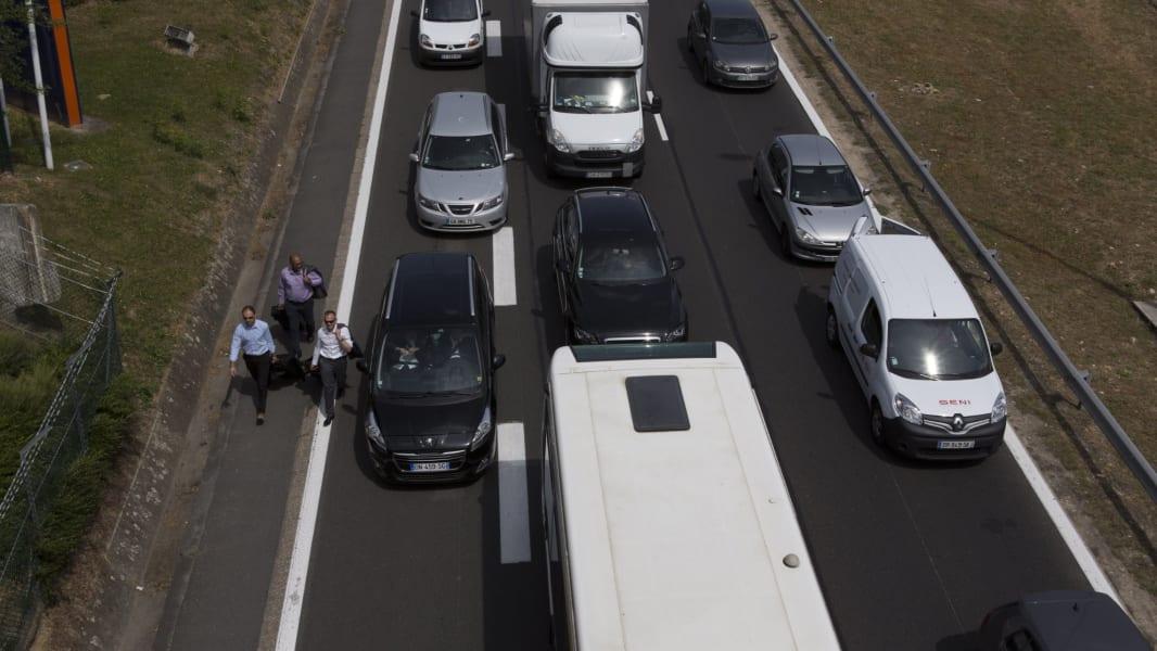 09 france uber protest RESTRICTED