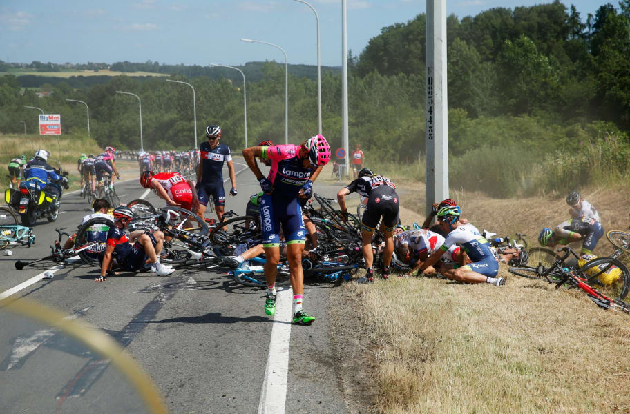 tour de france day 3 crash 2