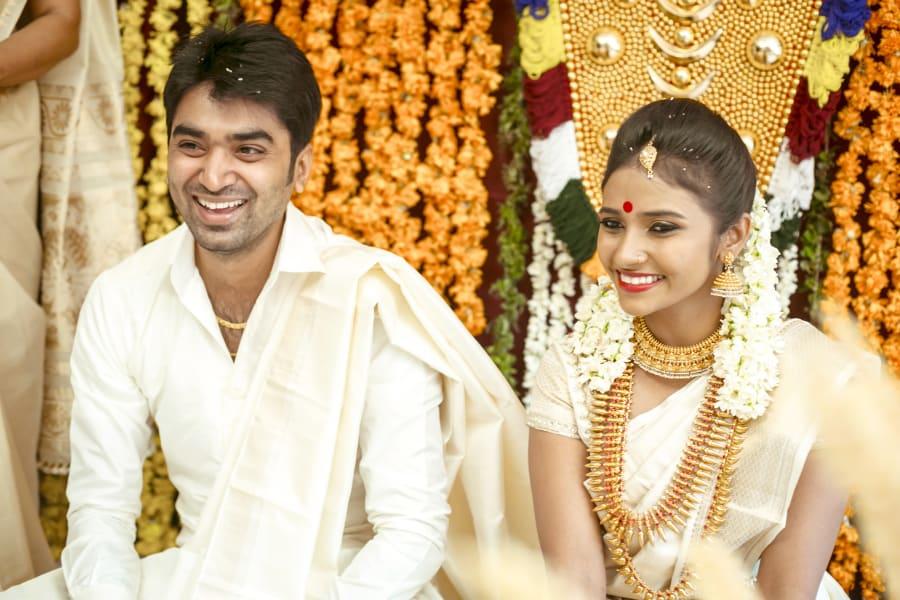 india gold wedding couple