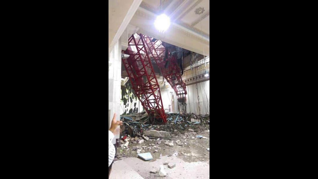 01 mecca crane 0911 - RESTRICTED