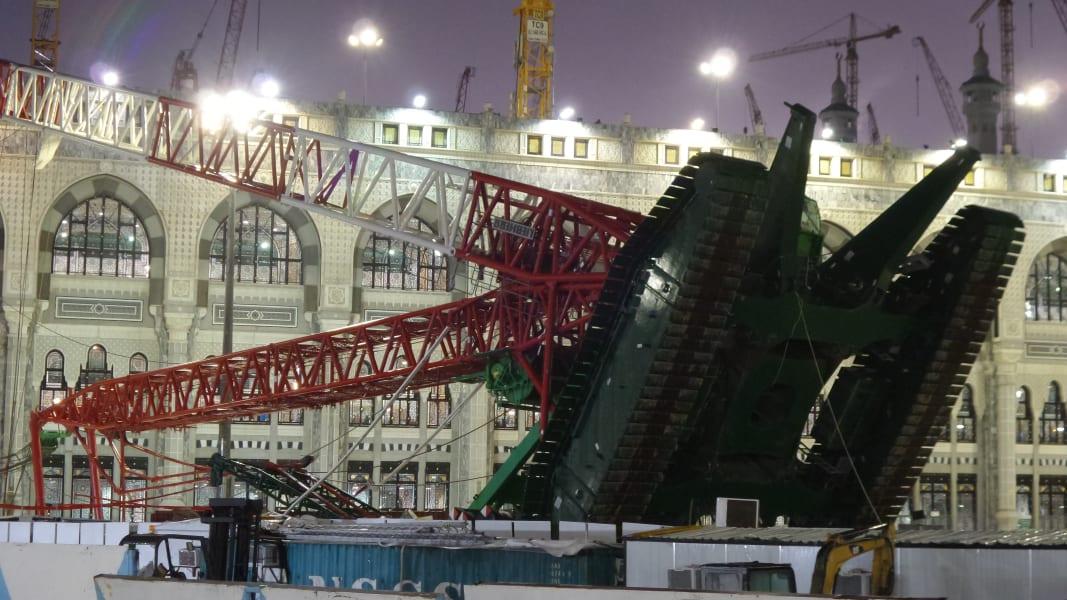 02 mecca crane 0911 - RESTRICTED