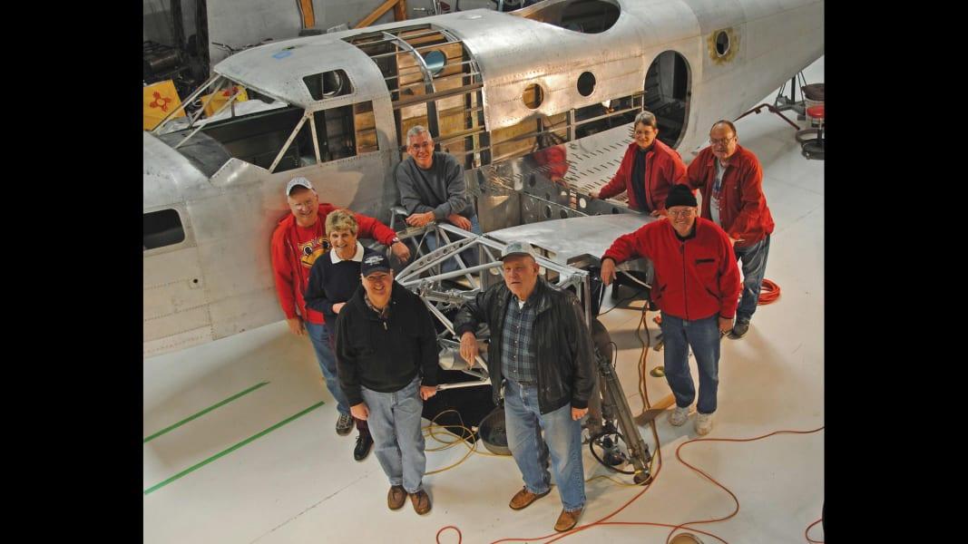 05.warbirds.AT-11 Kansan-Restoration crew copy
