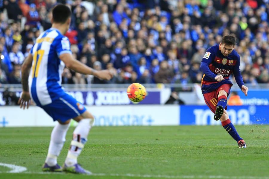messi barcelona espanyol free kick