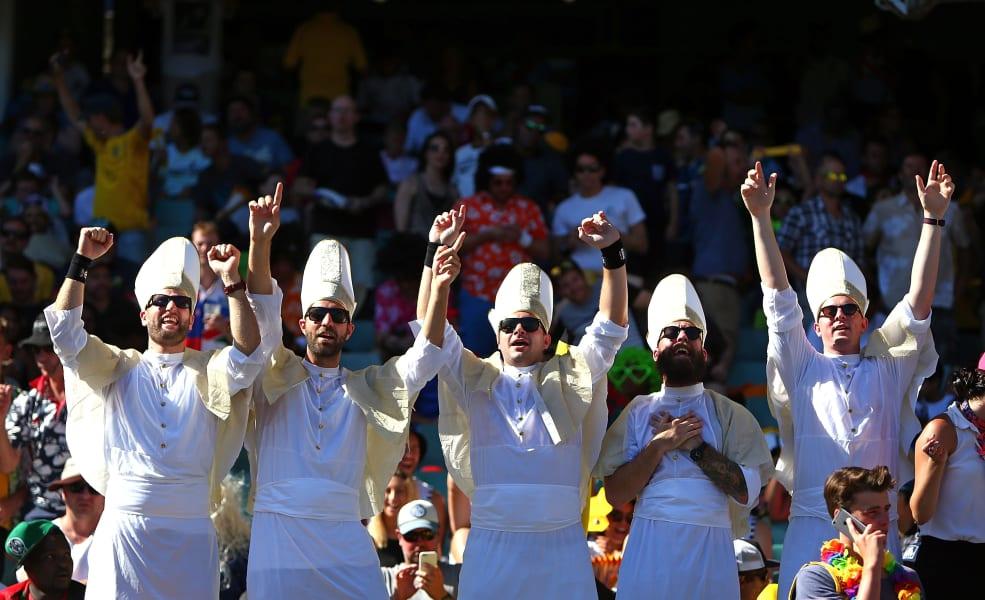 Sydney sevens fans popes