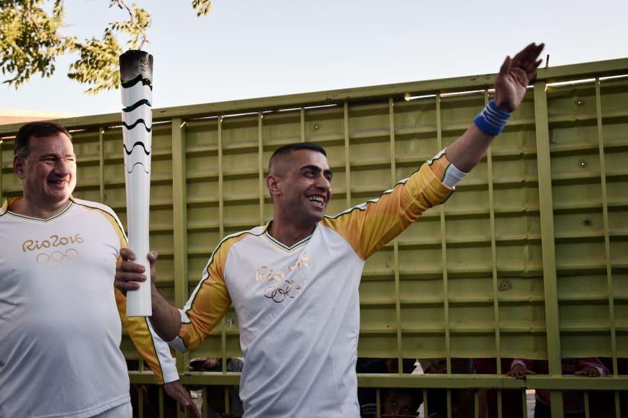 Olympic torche syrian refugee Ibrahim al-Hussein