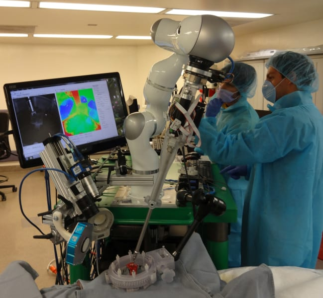 robot surgeon 2