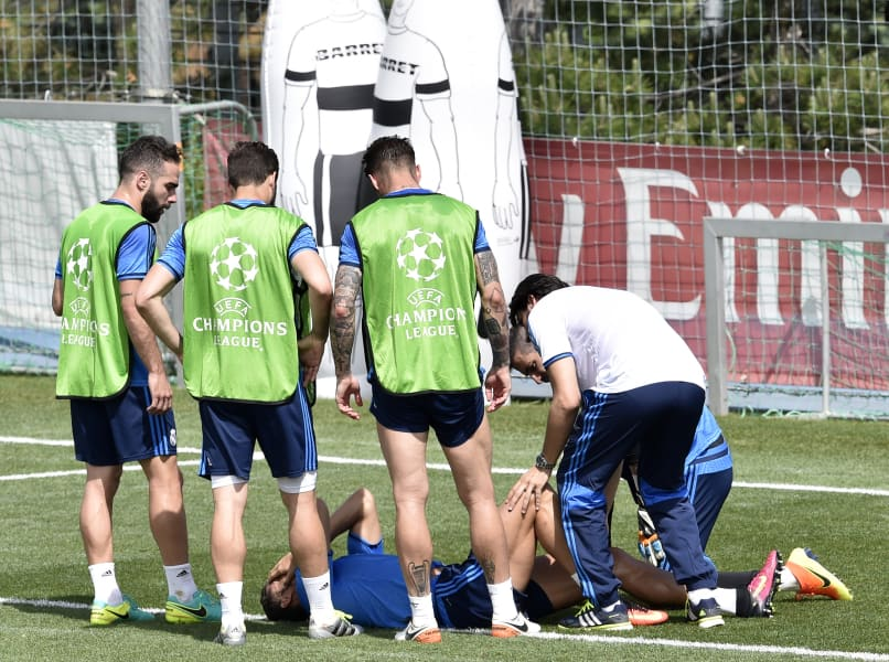 Cristiano Ronaldo injured training 2