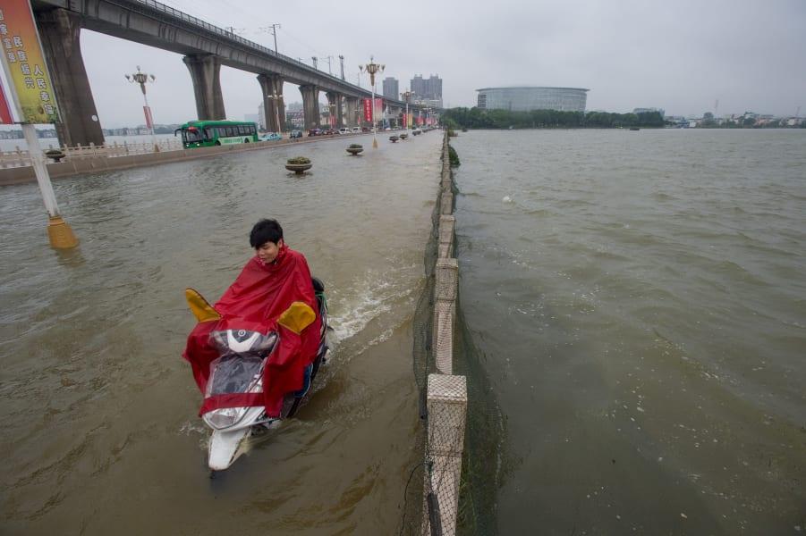 02 China flooding