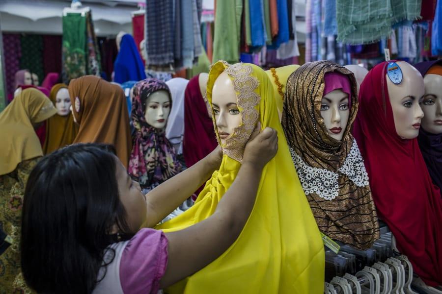 02 muslim headscarves explainer hijab