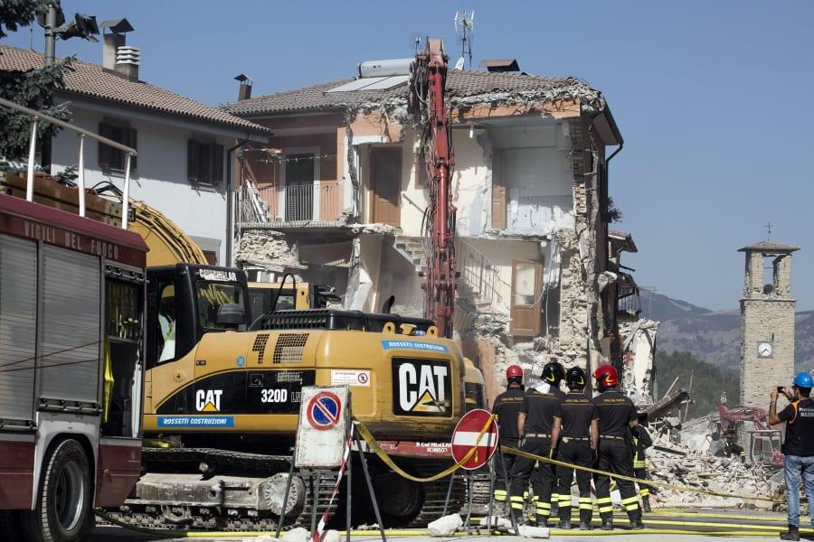 02 italy earthquake 0828