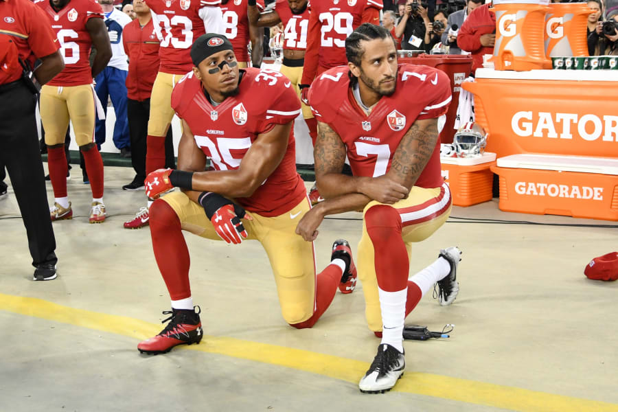01 NFL players protest