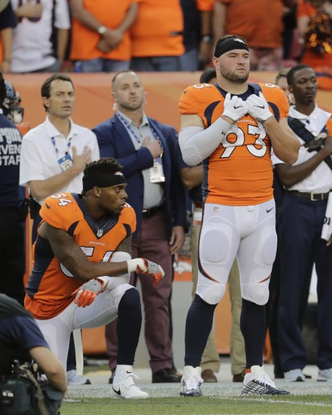 04 NFL players protest