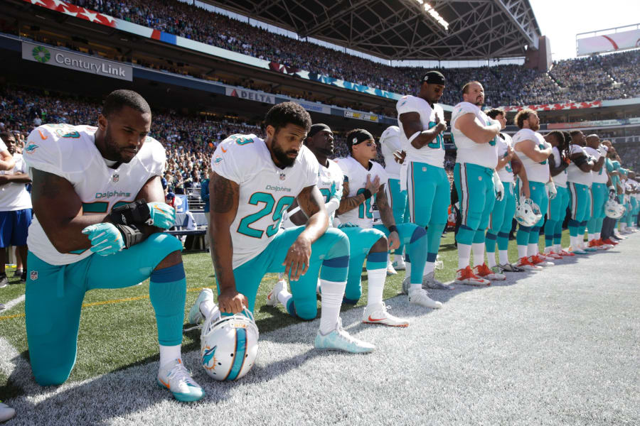 05 NFL players protest