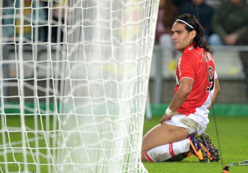 falcao kneeling