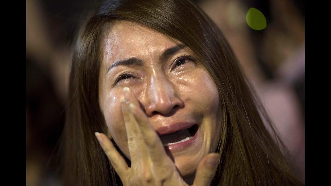 08 thailand king mourning 1014