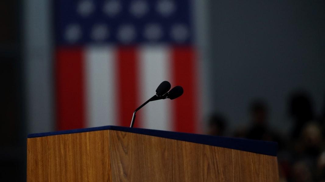 01 Empty podium Clinton 1109