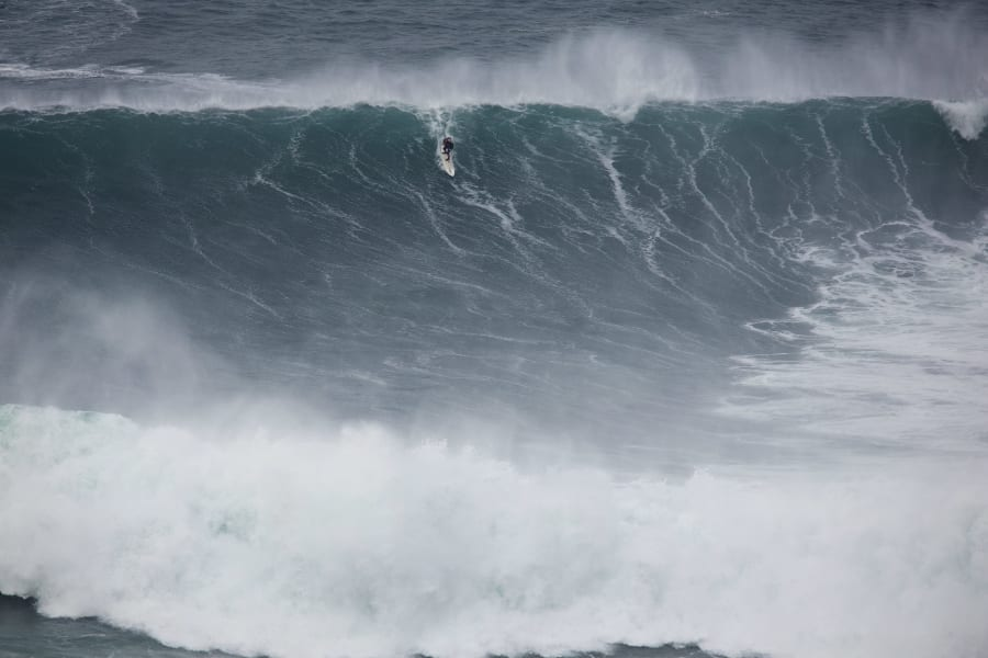 andrew cotton nazare big wave