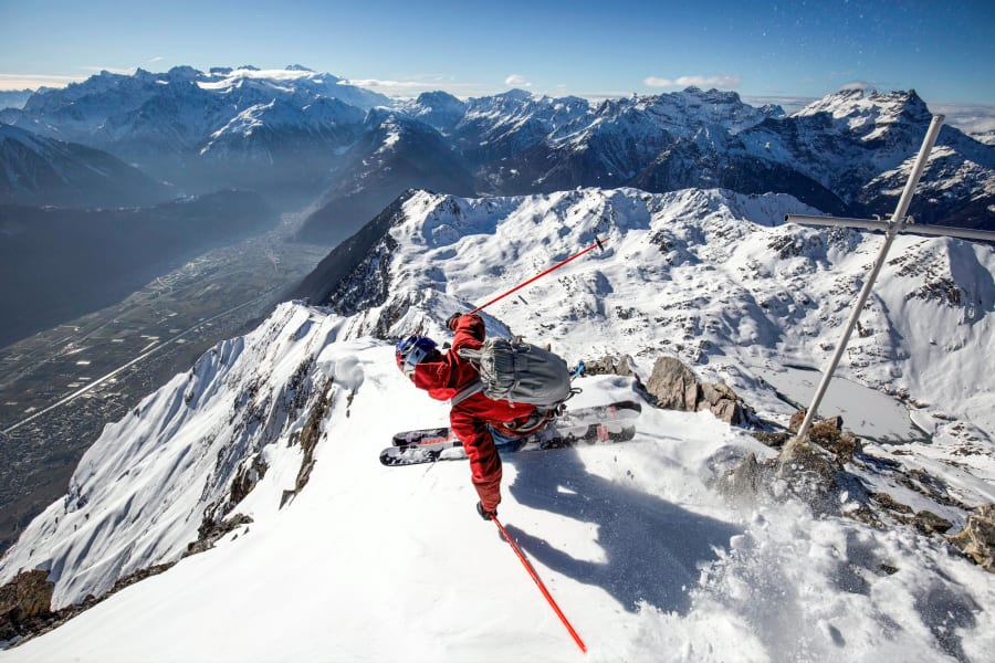 extreme skier jeremie heitz sharp turn