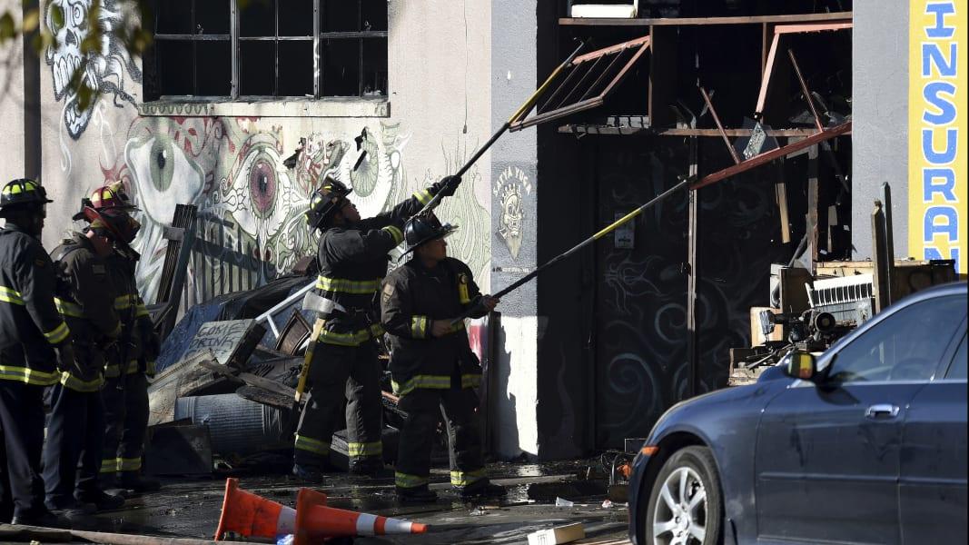 07 Oakland CA building fire 1203