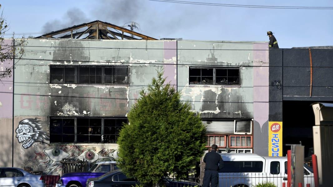 08 Oakland CA building fire 1203