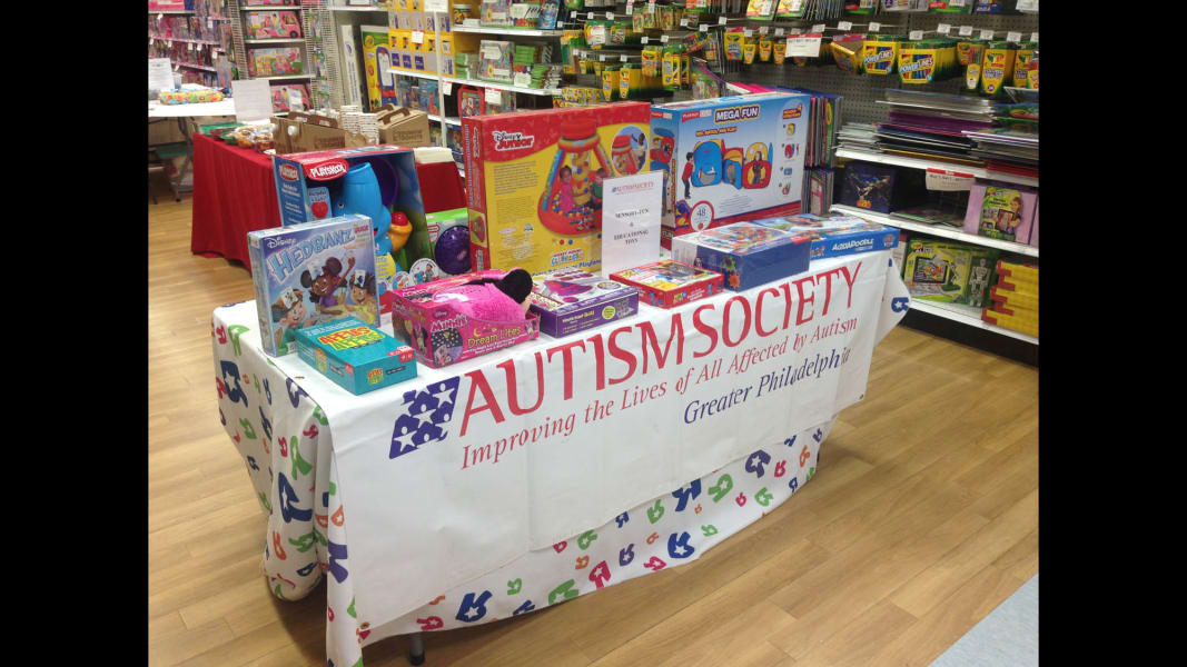 03 ToysRUs autism shopping event_table1