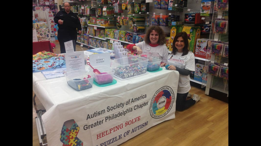 06 ToysRUs autism shopping event_table 2