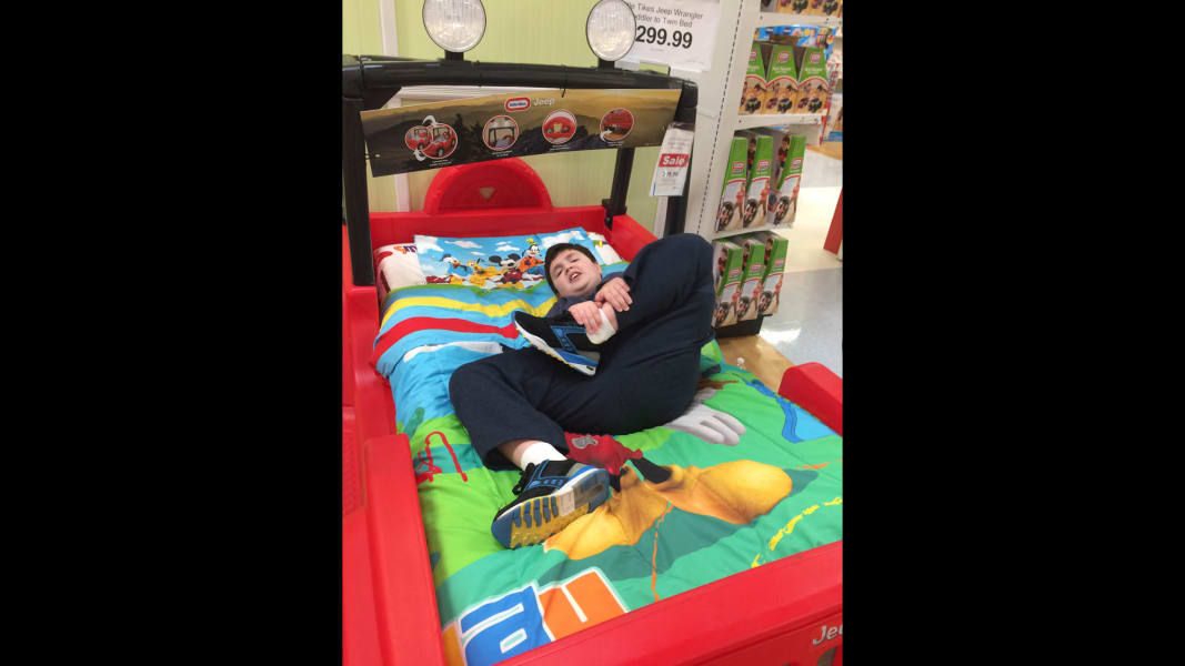 07 ToysRUs autism shopping event_adambed
