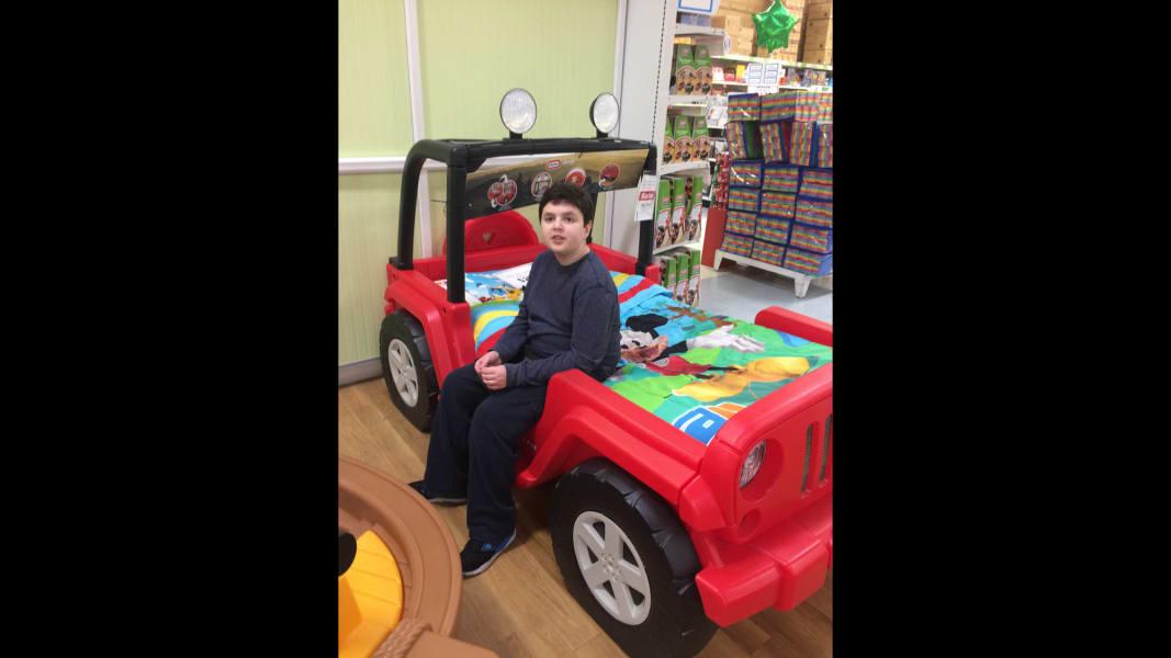 08 ToysRUs autism shopping event_adambed2