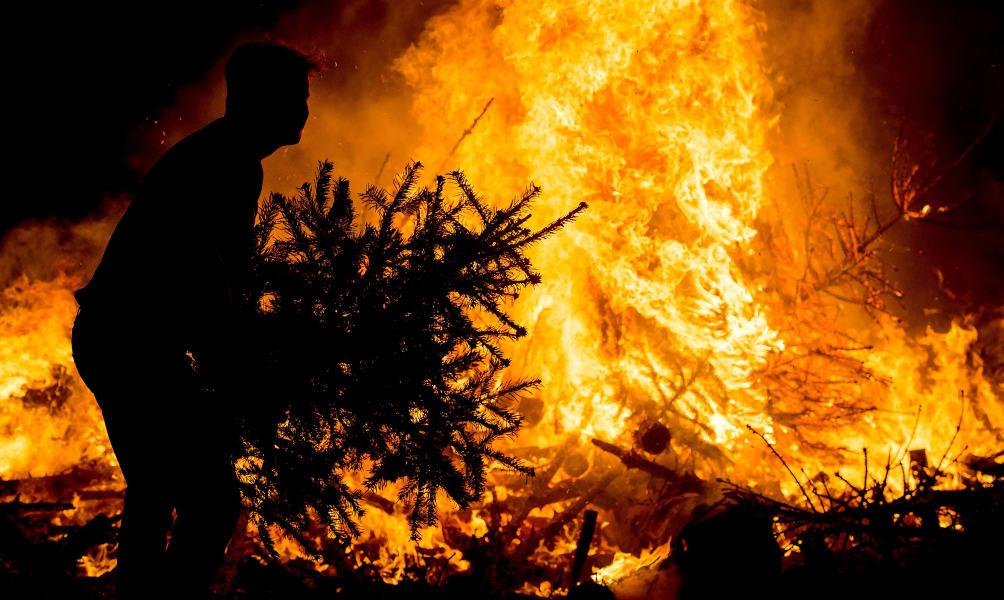 christmas tree burning holland