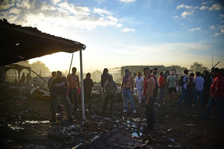 09 Mexico fireworks market explosion 1221
