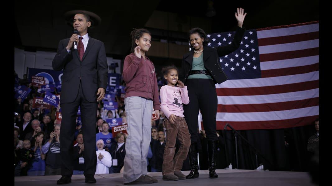 01 Sasha and Malia Obama FILE RESTRICTED