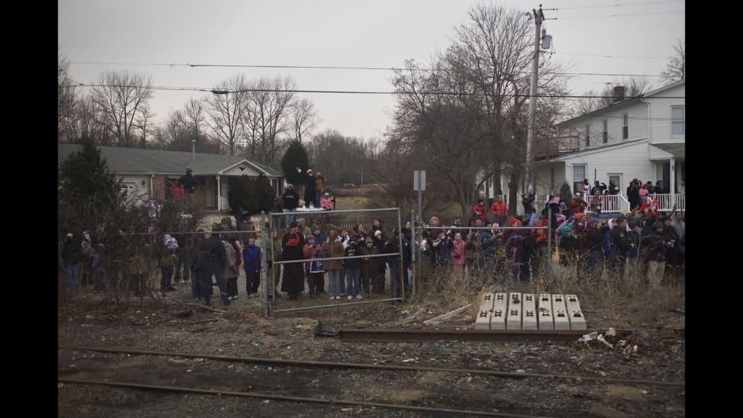 01 cnnphotos obama train RESTRICTED