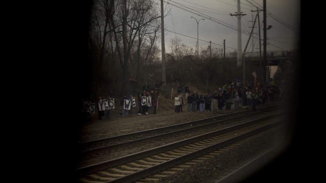 10 cnnphotos obama train RESTRICTED