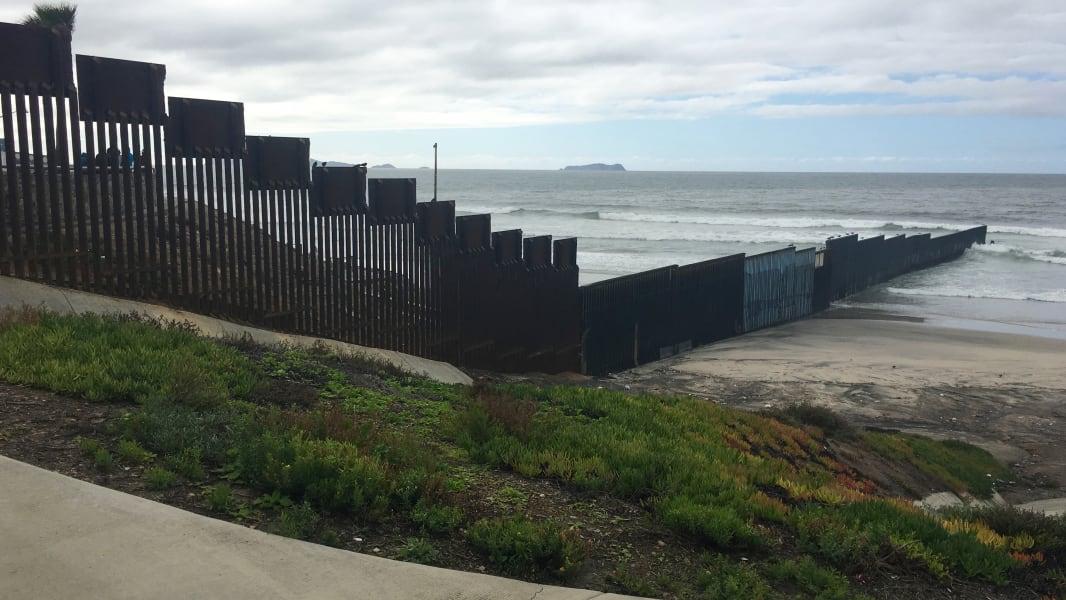 25 US Mexico Border Views