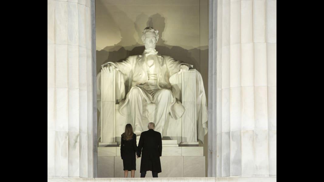 01 Trump Lincoln Memorial 0119
