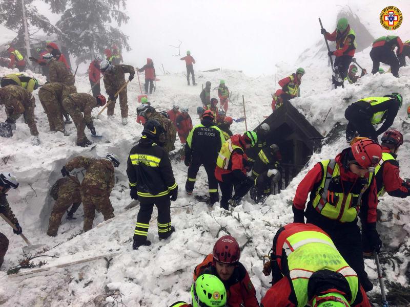 05 italy avalanche 0124 rescue operation
