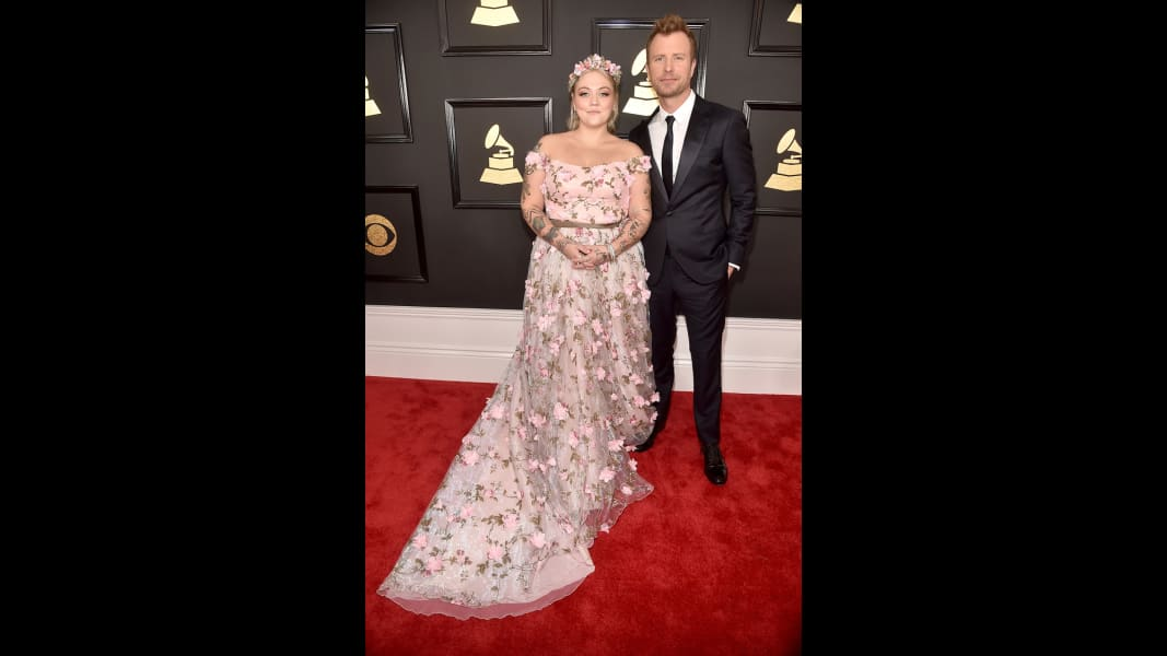 07 Grammys 2017 Red Carpet