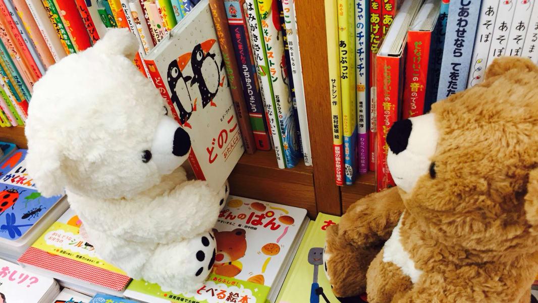 02 stuffed animals reading