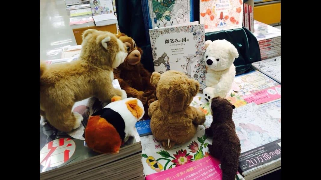 06 stuffed animals reading