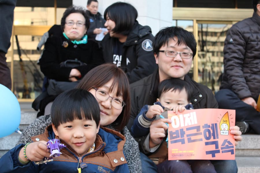 faces of seoul protests 06