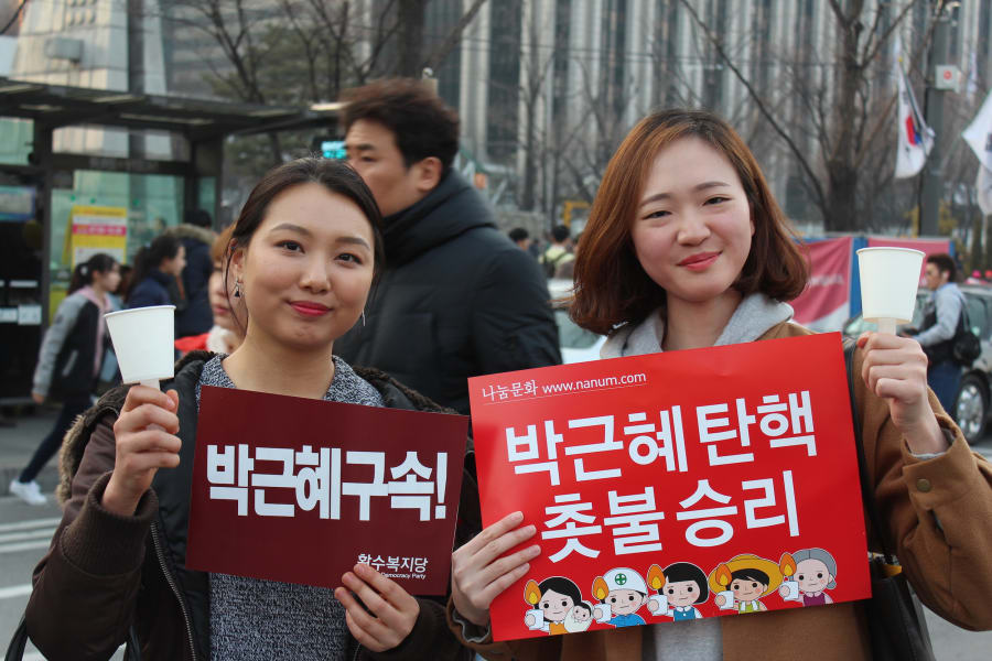 faces of seoul protests 08