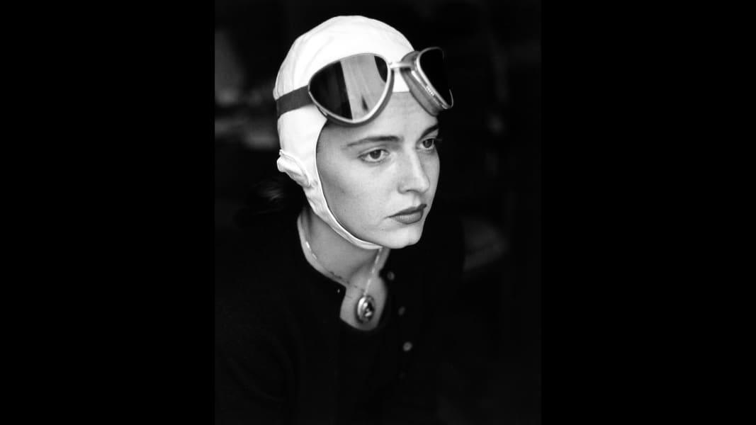 06_Ruth Orkin American Girl