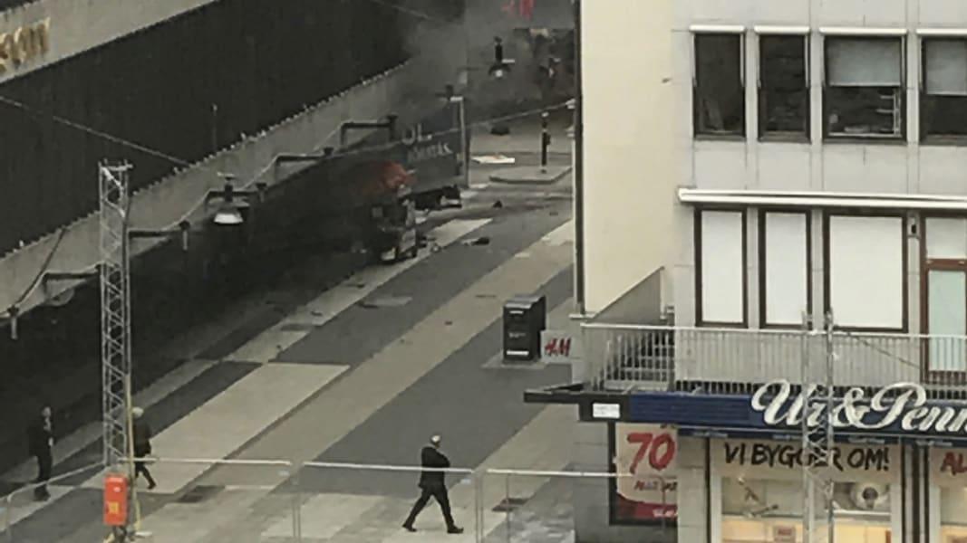 01 sweden truck crash 0407