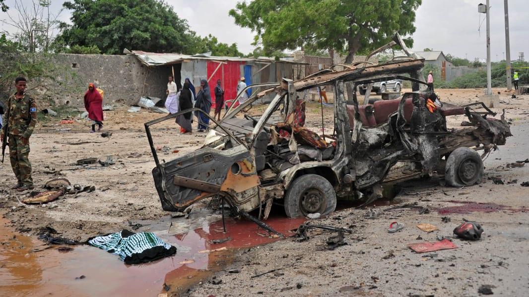 01 Mogadishu Somalia car bomb 0409
