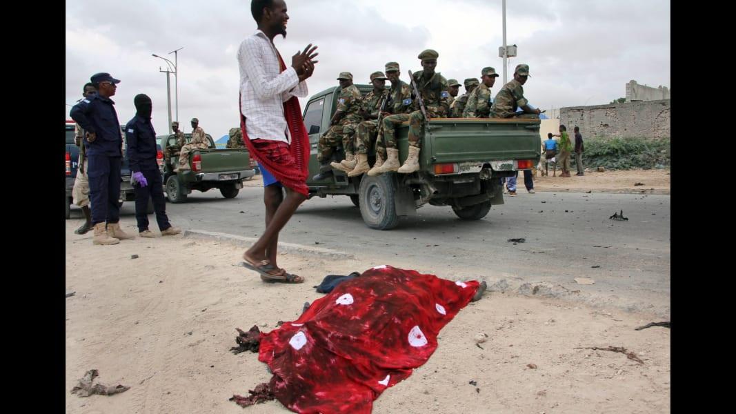 05 Mogadishu Somalia car bomb 0409