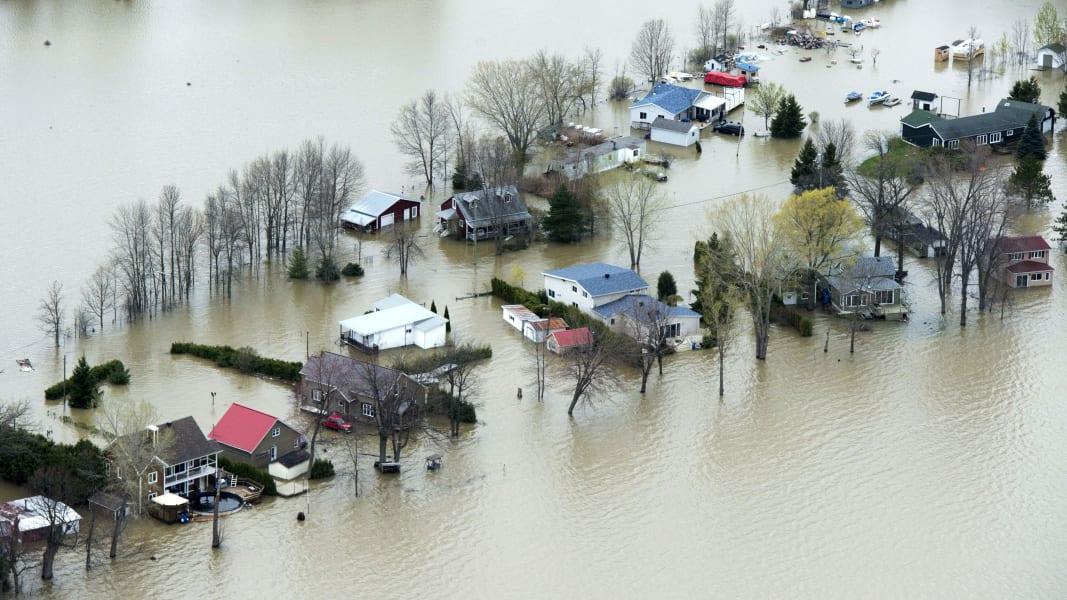 10 Canada flooding 0508
