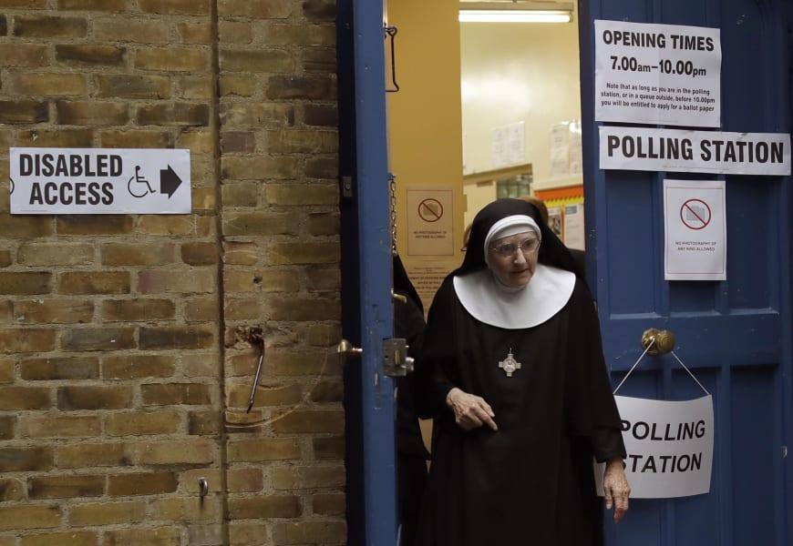 04 UK election voting 0608