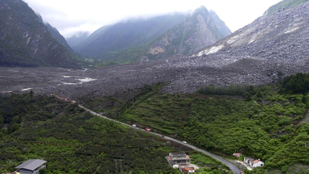 01 China landslide 0624