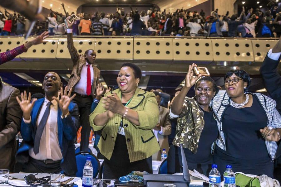 06 Mugabe resignation reaction 1121