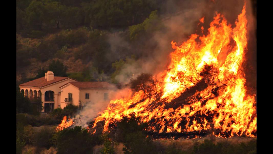 01 California fire 1214